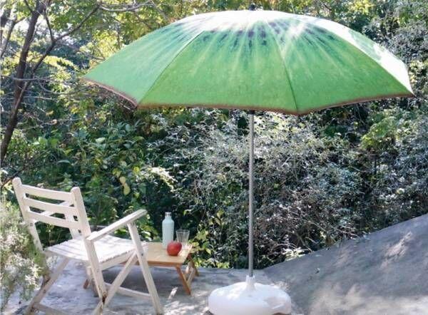 「おうちパラソル」の日陰で過ごす、今年の夏のおうち時間。