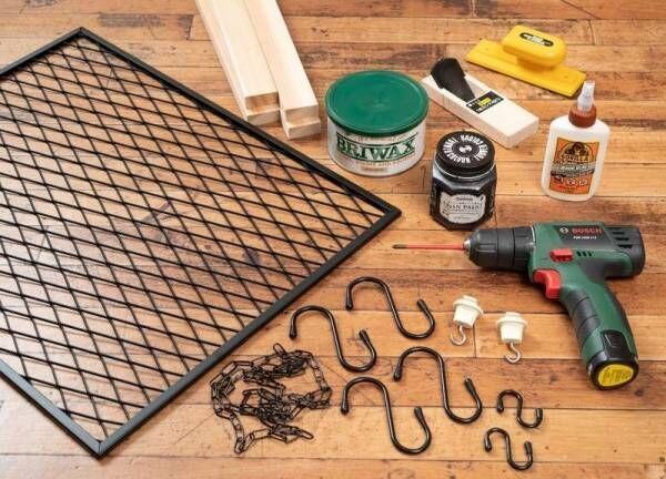 【DIY】作り方簡単!吊るすだけでお部屋がおしゃれ空間に早変わり「メッシュハンギングラック」をDIY