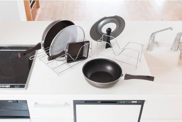 年末大掃除シーズンにもピッタリ!深型フライパンに対応したキッチン整理グッズ。Fadaloフライパン&鍋蓋スタンド」新登場