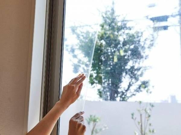 テープタイプで簡単貼りやすく より手軽に施工可能 いざというとき ガラス片によるケガのリスクを抑える