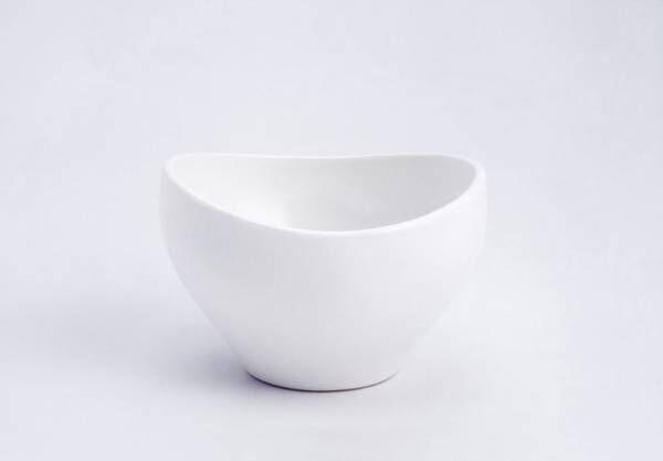 1952年に発表した食器をARCHITECTMADEが製品化。あまりの複雑さに一度も生産されなかった幻の作品です。