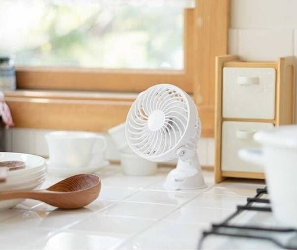 【暑いキッチンからおさらば!】充電式のどこでもピタッと付けることの出来る扇風機がヴィレヴァンオンラインに新登場!