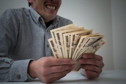 相次ぐ偽の旧一万円札の密輸・使用…旧札と現行札で罪に違いは?