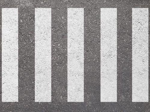 道路標識の破壊や落書き…どんな罪に?