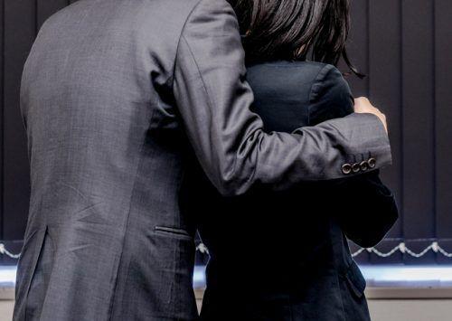 職場の既婚男女が社内不倫…会社を辞めさせることはできる?