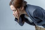 駅で嘔吐物を放置… 損害賠償請求することはできる?