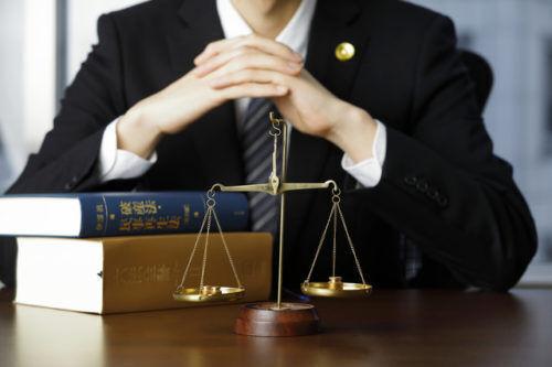 「弁護士特約」を使おうとしたら保険会社が拒否!上限や相場はあるの?