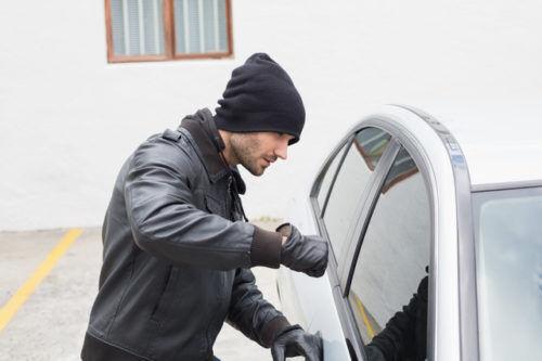 スマートキーを悪用し車を盗むリレーアタック 該当する罪は?