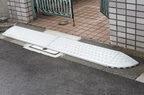 段差スロープを道路に置くと道路交通法違反って本当? 弁護士の見解は…