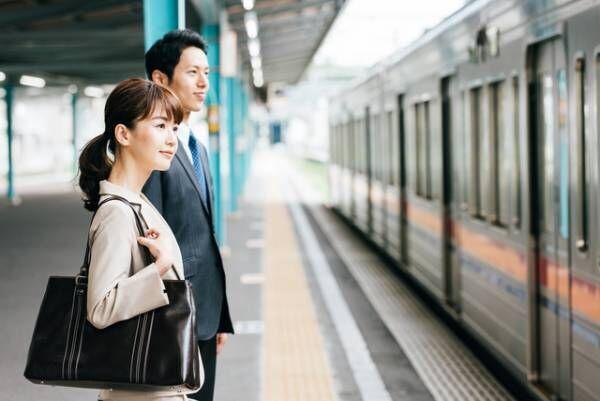 非常用ドアコック操作で電車の運行を妨害した男 刑罰や損害賠償額はどうなる?