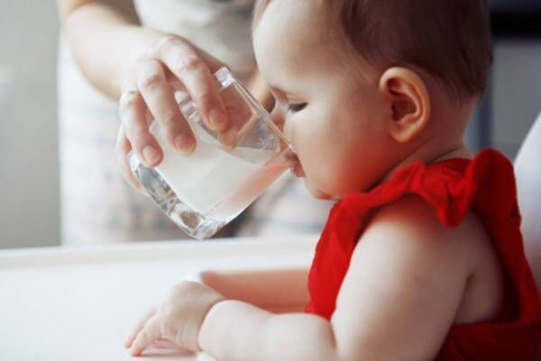 【栄養士監修】赤ちゃんの牛乳アレルギー!初めての飲ませ方&いつからOK?飲まないときのコツ