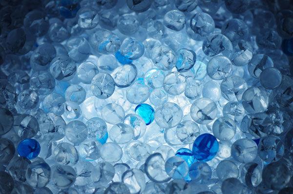 【リサイクル】お菓子に入っているシリカゲル乾燥剤の再利用法
