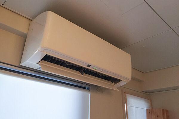 掃除をしたのにエアコンが臭い!ひょっとしたら室外に原因も?