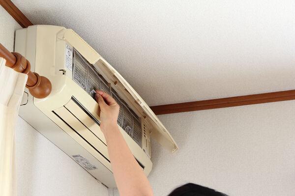 換気扇を回しているのに料理のニオイが部屋に…→エアコンの方が吸気が強いかも!?