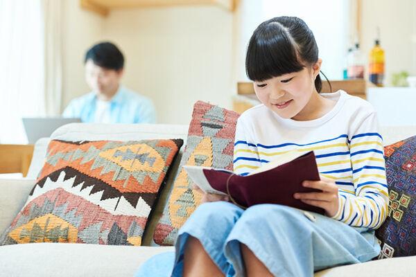 【子ども読書の日】小学生の5割以上が1カ月に○冊本を読んでいる!?