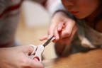 泣き叫ぶ・暴れる…爪切りを嫌がる子どもの対処法