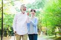 遠くで暮らす両親が心配…どんな見守りサービスがある?