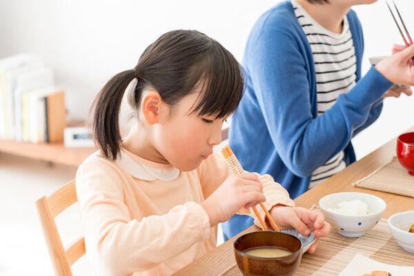 主食なのに食べてくれない! 子どもが白いご飯を食べない時には?