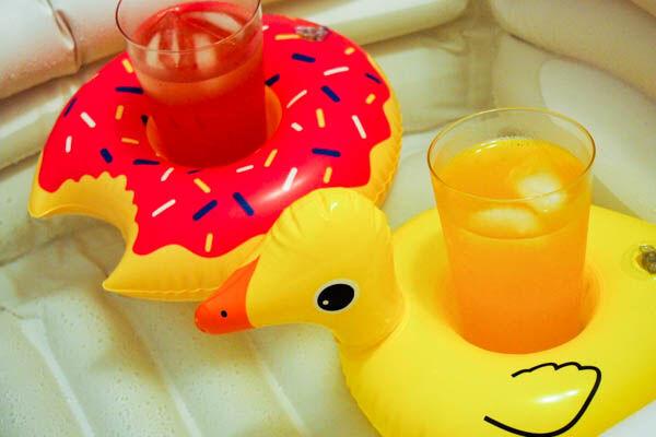 かわいい&便利! キャン★ドゥの「フロートドリンクホルダー」が夏らしい!