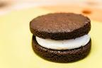 【不思議な食感】ファミマの「ブラウニーケーキ」が甘い&面白い!