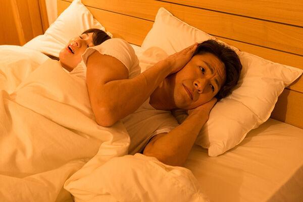 「夫からいびきを指摘された」パートナーのいびきは気になる?