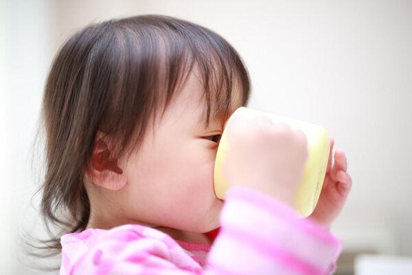 いつから始める?赤ちゃんのコップ練習の方法は?