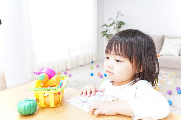 子がおもちゃを散らかすのは、自立心を養う大切なステップってホント?