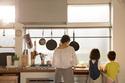 【共働き家庭】ワーママたちがしている夕食時短テクとは?
