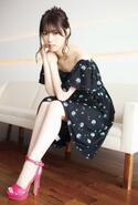 乃木坂46西野七瀬、SEXY肩見せスタイル プール&ホテルで見せる表情