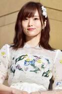 "NMB48山本彩、""衝撃的""花嫁の裏側「目が離せない」美デコルテに注目集まる"