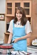 蛯原友里、2年ぶりテレビ出演 エプロン姿で料理披露