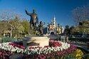 今日はディズニーランド・パーク開園記念日