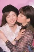 乃木坂46白石麻衣&松村沙友理、超密着キスの初ペア表紙に反響「さゆまい可愛すぎ」