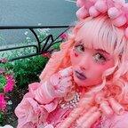 ピンク肌の女性・millnaさんが「他人の目が気になって、着たい服が着られない」お悩みにアンサーする動画に反響「めちゃくちゃ共感」「元気出た」