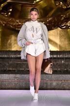 ローラ、NYでの堂々ランウェイ姿に反響「カッコいい」