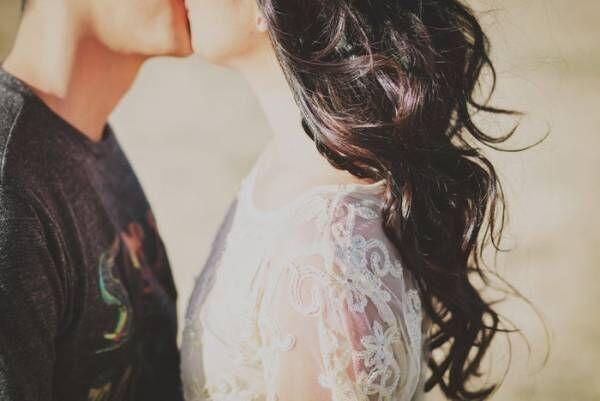 男性とキスする時にしたい「可愛い仕草」7選│もっとしたくなる…!