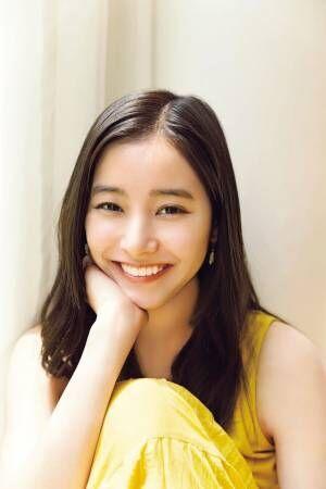 新木優子、ノースリーブワンピで色白素肌 満面の笑みにキュン
