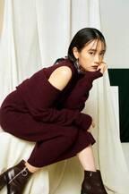 チワワ役で注目の吉田志織、トレンドコーデをクールに着こなす