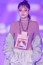 ちぃぽぽ、ハイレグスーツで腰元チラリ SEXY&クールに魅せる<関コレ2019A/W>