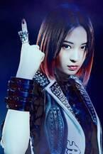 広瀬すず、ピンク髪の全身デスメタ姿を公開 吉沢亮をヘッドロック<一度死んでみた>