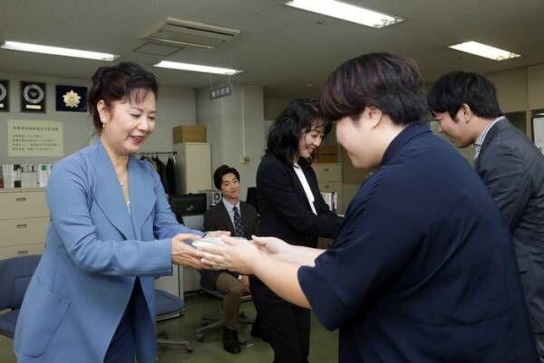名取裕子・大東駿介・小野塚勇人ら、報道陣に小籠包を振る舞う<特命刑事 カクホの女2>