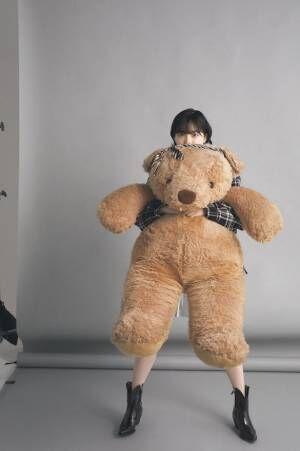 クマに抱きつく欅坂46平手友梨奈にファン悶絶「完璧な構図」「尊すぎる」