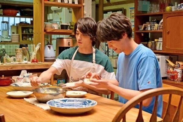 """福士蒼汰&横浜流星が餃子作り 「4分間のマリーゴールド」""""花巻家4兄弟""""食卓シーンの裏側とは"""