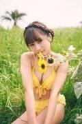 話題の中国人美女ロン・モンロウ、水着&制服姿披露 1stフォトブック発表