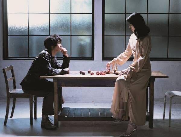 戸田恵梨香&中村倫也が表紙の「プラスアクト」発売日に重版発表