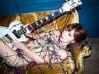 藤田恵名、挑戦的なSEXYアー写で美ボディあらわ