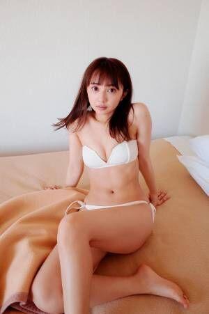 小宮有紗、美バスト披露 デート感&彼女感あふれる<キミの隣で。>