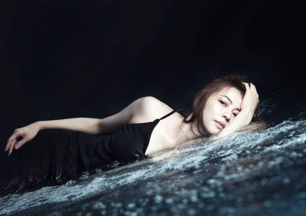 香里奈、初の水中撮影で人魚に 圧倒的美貌で魅了