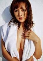 小松彩夏、美バストのぞくSEXYな姿で降臨