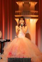 AKB48柏木由紀、初ディナーショーで松田聖子の名曲歌唱 肩出しロングドレス姿披露
